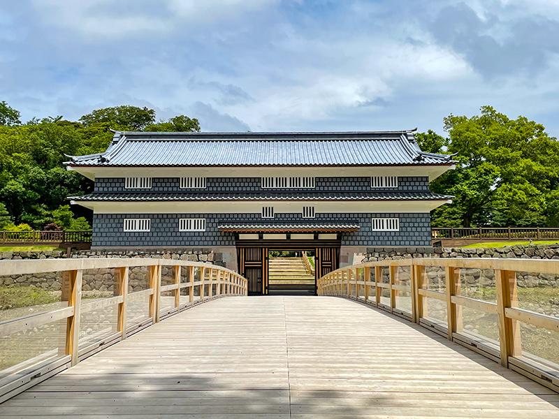 尾山神社から鼠多門橋・鼠多門