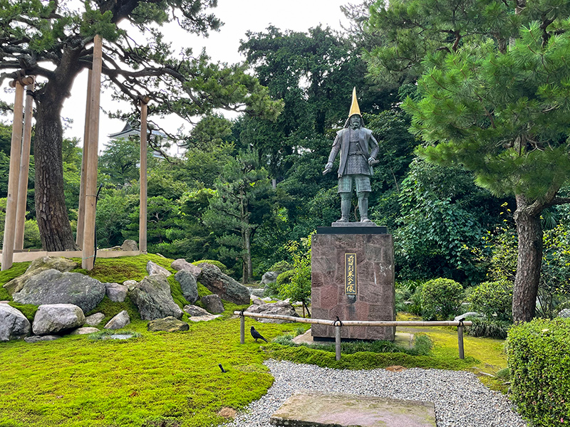 金沢・切支丹寺跡、前田利家像