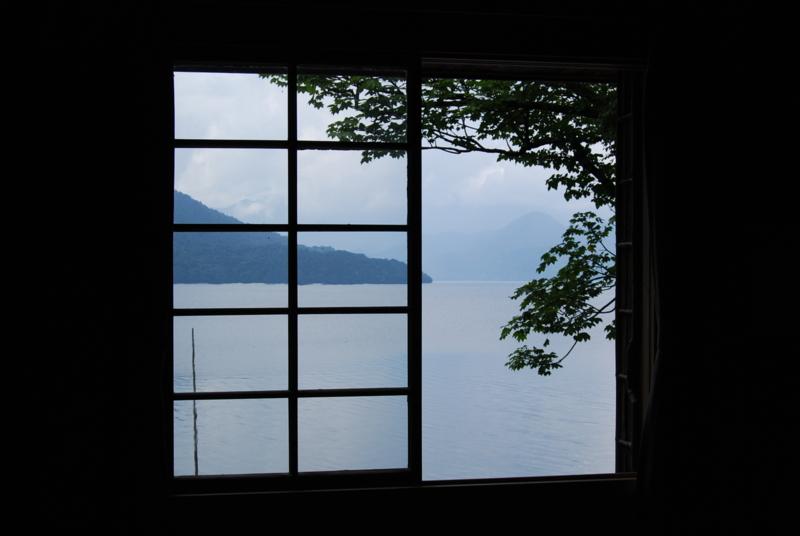 湖 畔の画像