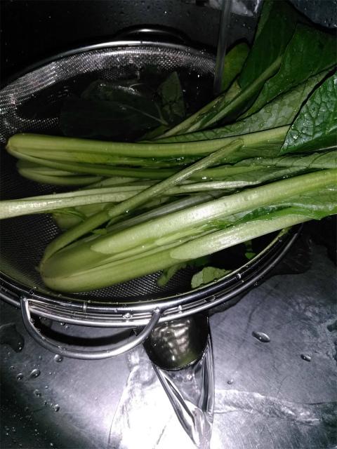 ザルの中の小松菜