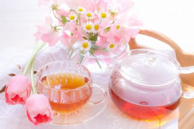 紅茶とピンクの花