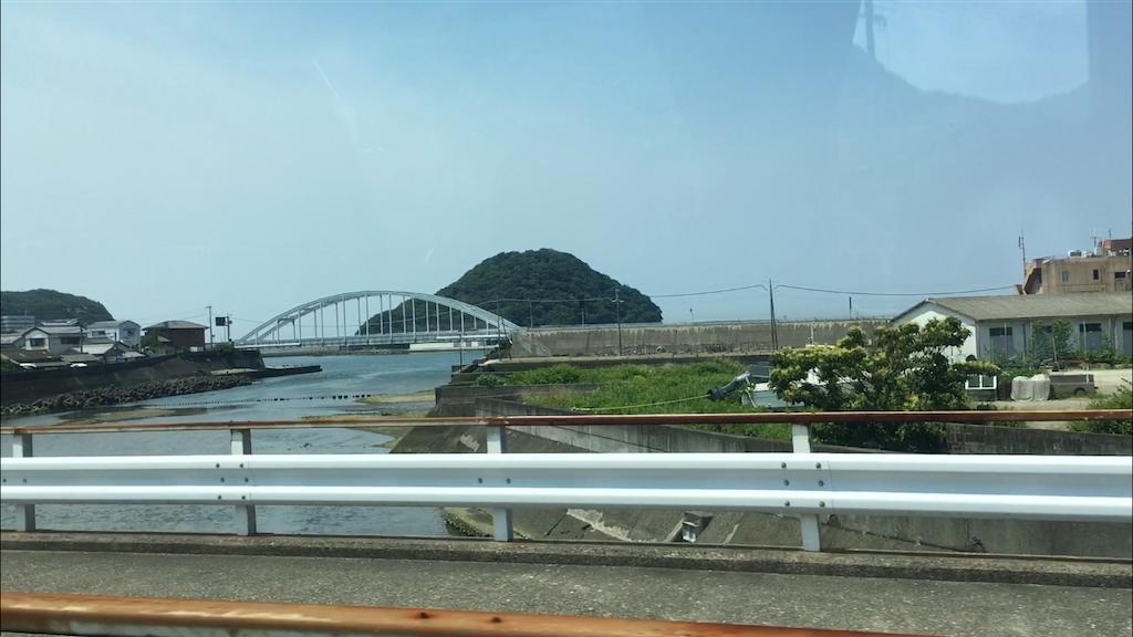 周参見駅近くなると稲積島が見えてくる。