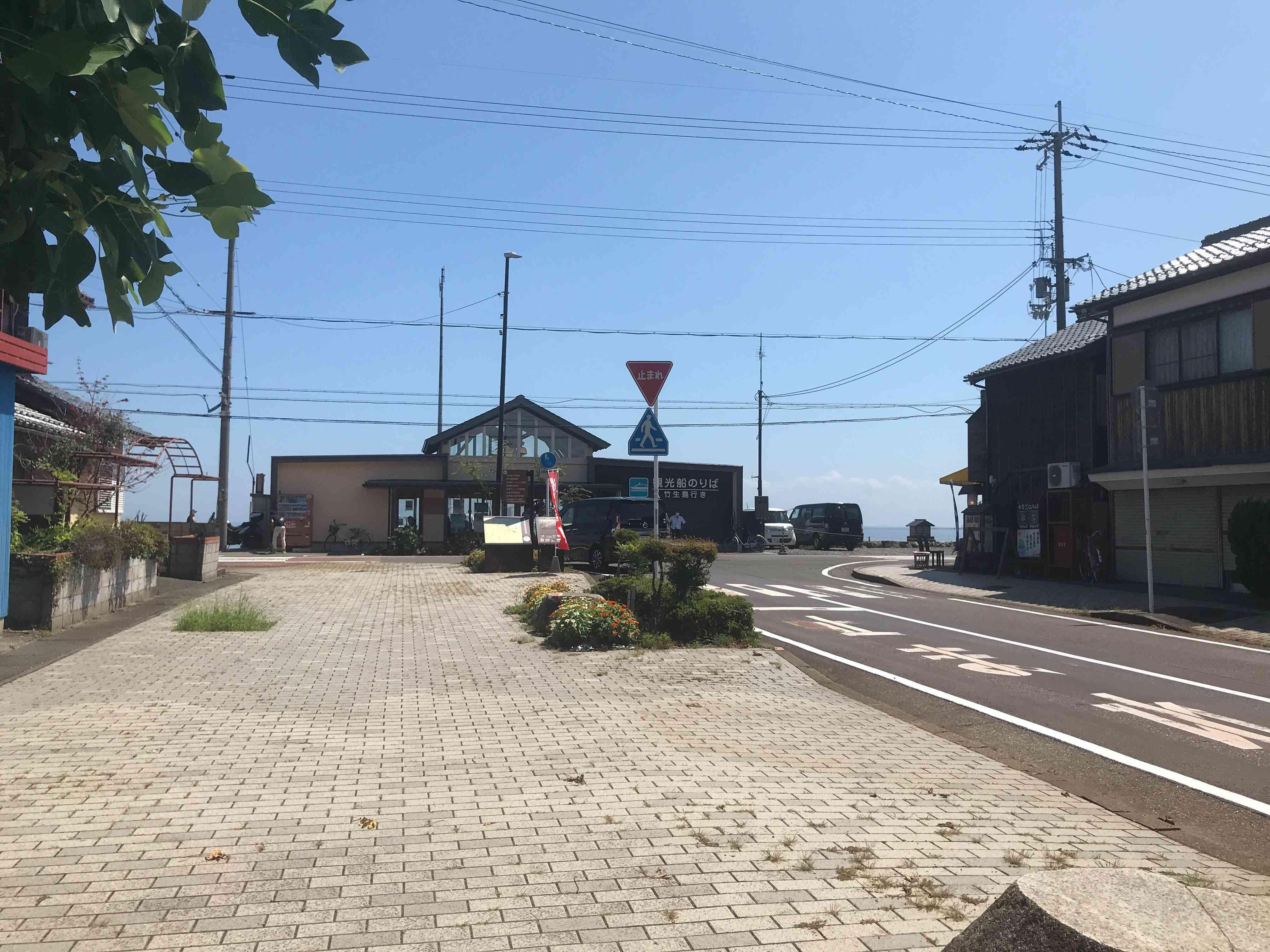 JR湖西線の近江今津駅から近い。