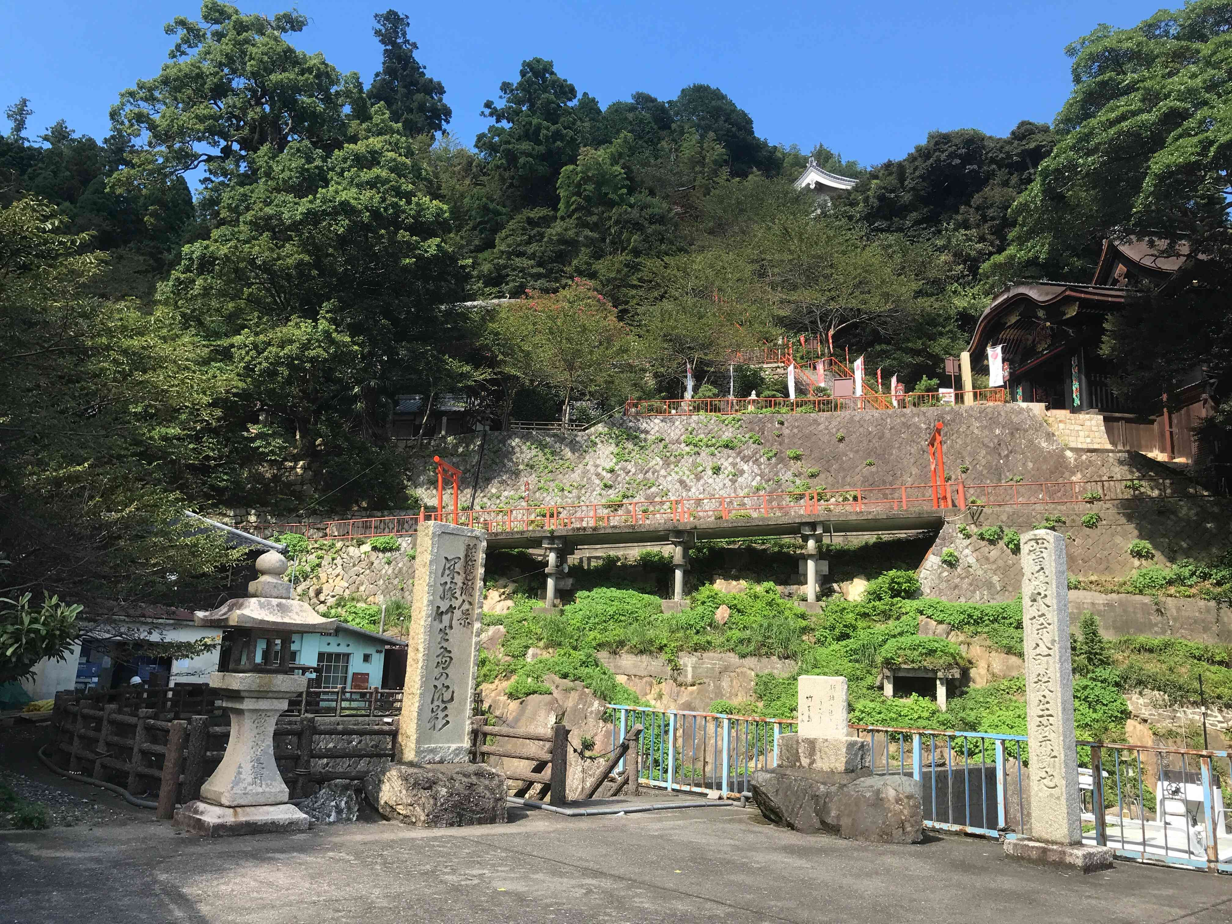 竹生島港から竹生島の建物