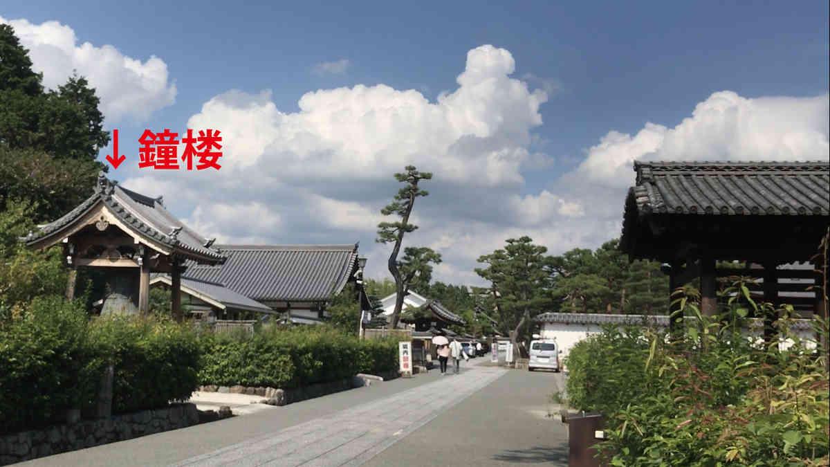 相国寺 鐘楼 七重の塔はこの少し南にあったといわれた。