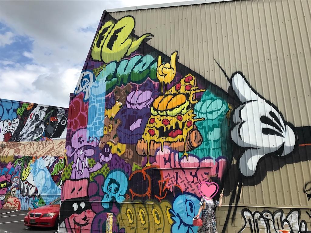 ハワイカカアコの観光地ミッキーのウォールアート