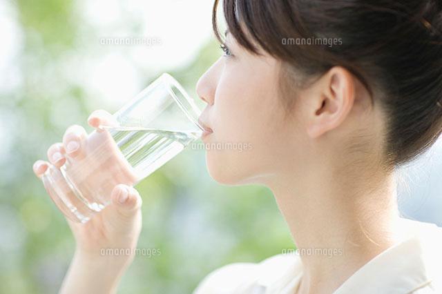 実験】毎日水を2リットル飲むと体が変わるかやってみる - もりみのブログ