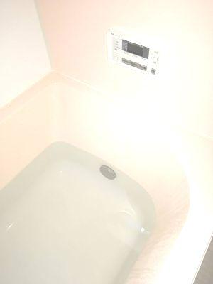 風呂釜のひとつ穴の上まで水を入れる
