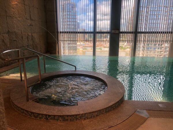 マカオ ホテルオークラ 屋内プール