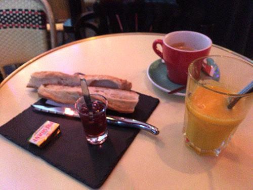 パリ1日目の朝食
