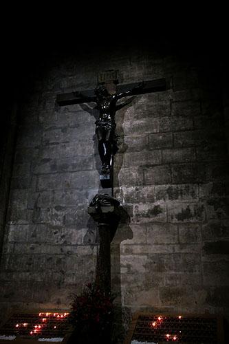 ノートルダム大聖堂のキリスト像