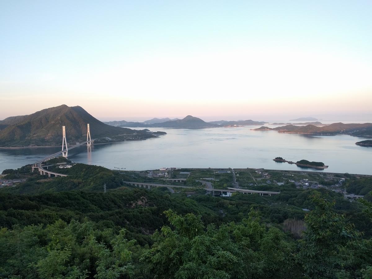 大三島の風景。瀬戸内海に浮かぶ島をしまなみ海道が繋ぐ