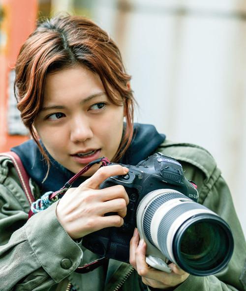 Machida Hiroo   映画『SCOOP!』二階堂ふみが、よく働いている