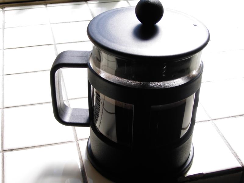 「千のキスよりなお甘く、マスカットワインよりもなおソフト。コーヒー、コーヒーは欠かせない」の画像