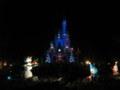 幻想的に浮かび上がるシンデレラ城