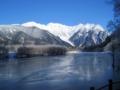 真冬の早朝の大正池(長野県上高地)