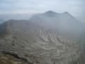 イジェン火山(火口は右方向)(東ジャワ州,インドネシア)