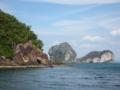 ンガイ島(左)とチュアック島(右2つ)(チャオマイ国立公園,トラン県,タイ)