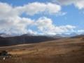 塔公草原からのヤラ雪山(左端)(中国四川省カンゼ自治州康定県塔公郷)