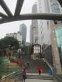 重慶駅から両路口駅(メトロ)への坂道(中国重慶市)