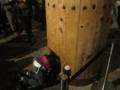 奈良の大仏の柱くぐり(奈良県奈良市雑司町)