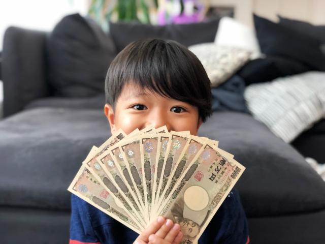 お金を稼ぐ子供