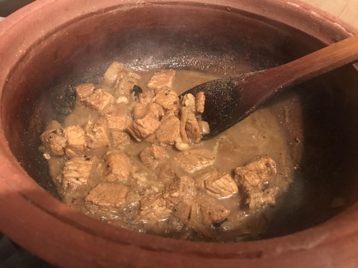 【スリランカカレー】ポークカレー(ウールマスミリサタ)のレシピ【スリ飯屋Malanka】