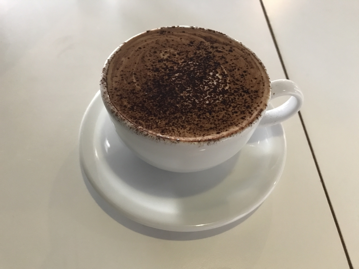 AIEN COFFEE & HOSTEL(アイエン コーヒー&ホステル) カフェモカホット 屋内