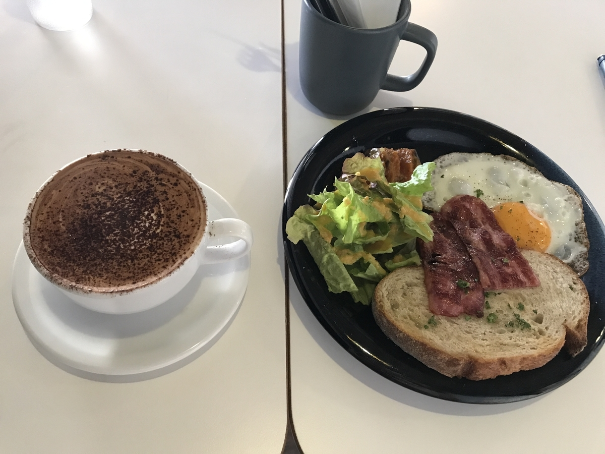 AIEN COFFEE & HOSTEL(アイエン コーヒー&ホステル) カフェモカホット アイエンモーニングプレート