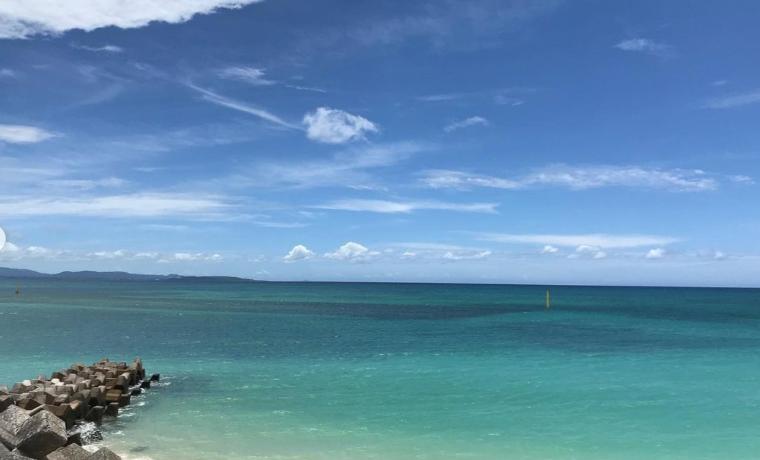 沖縄ブルーの海
