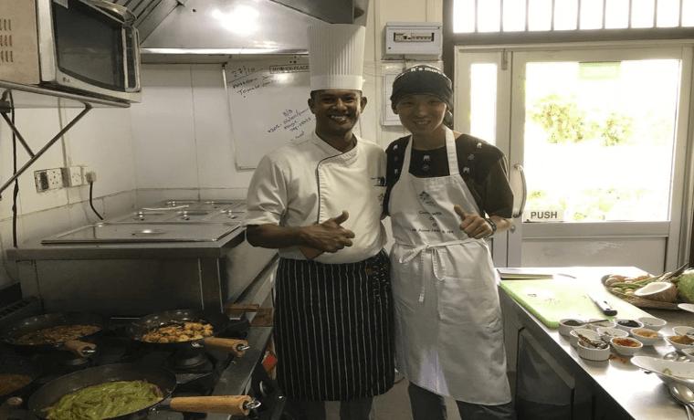 スリランカの5つ星ホテルのシェフに料理を習ったmahの写真