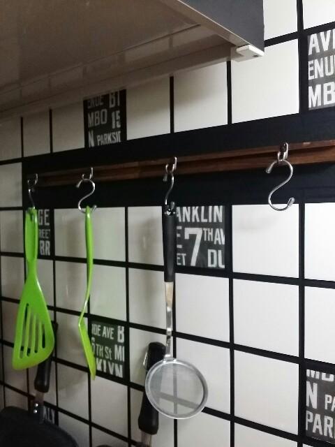 セリアのリメイクでキッチンに見せる収納