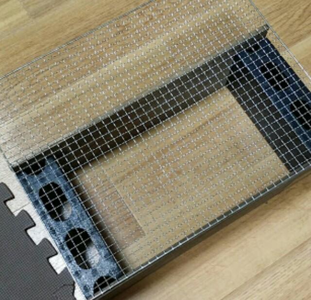 100均の焼き網で置き型の飾り棚をdiy