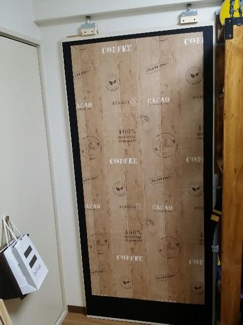 マスキングテープで壁紙を縁取る