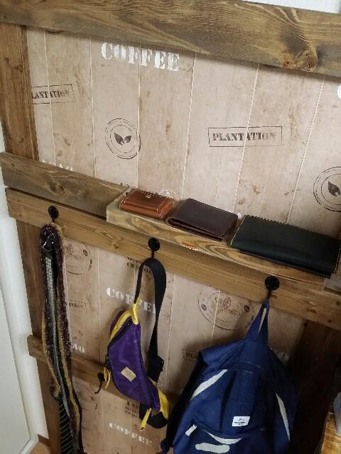 DIYで壁面収納に棚を取り付ける