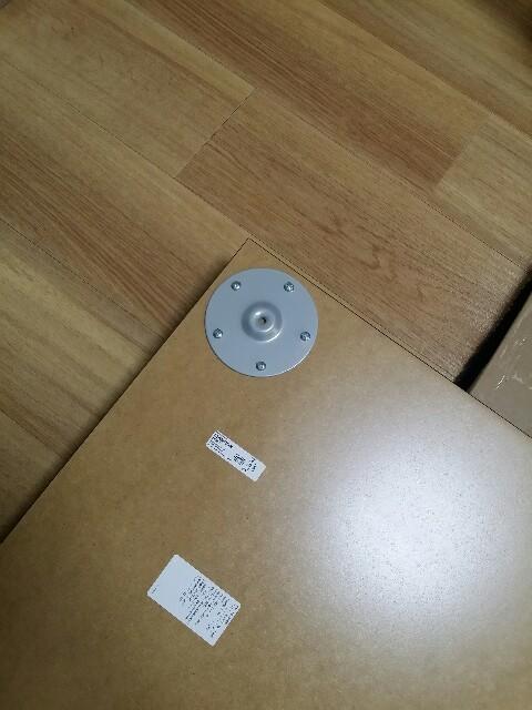 IKEAで購入した机の組み立て