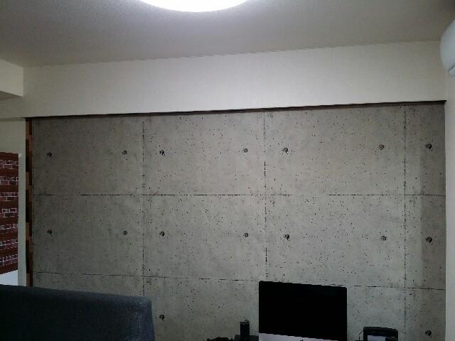 コンクリート壁紙でリメイクした賃貸の壁