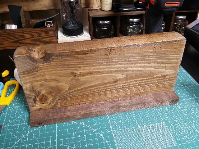 端材と工作木材をビスで固定