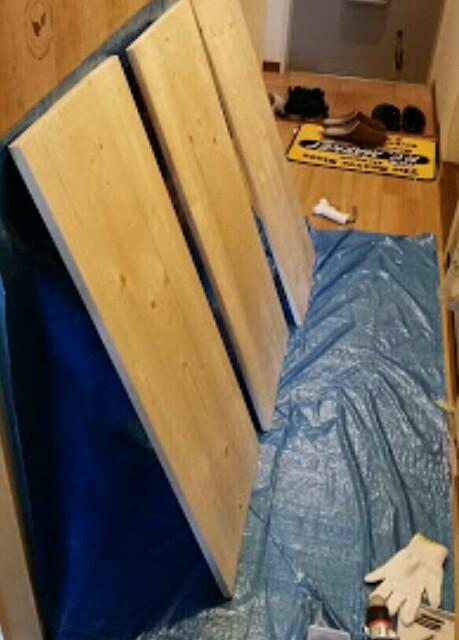 板を貼り合わせて棚板を作る