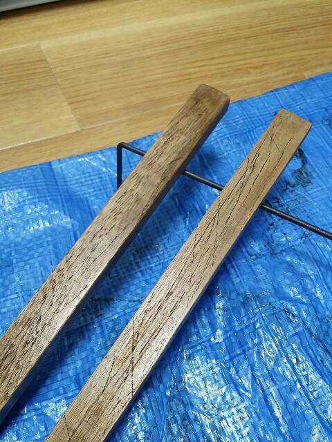 ニスを塗った100均の木材