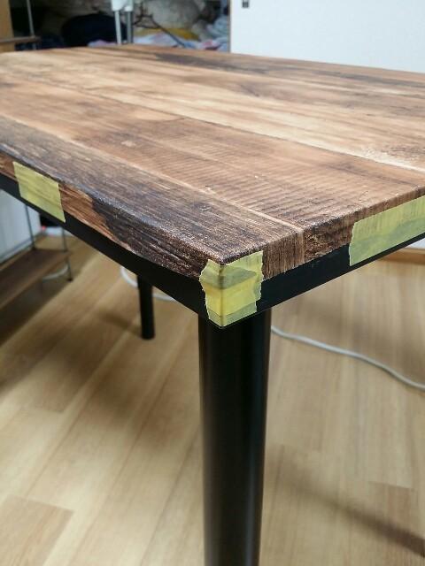 IKEAテーブルを壁紙とマステでリメイク