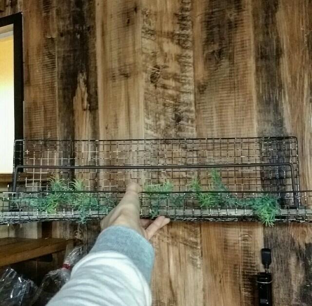 100均の約編みリメイクの飾り棚をDIY