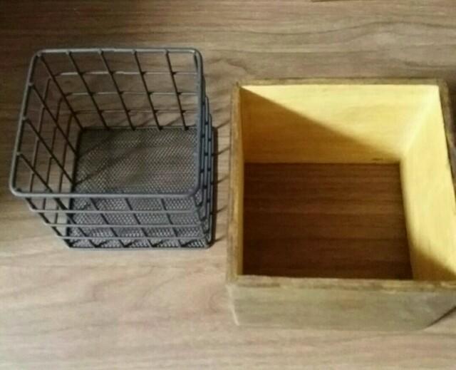 セリアのワイヤーカゴと木箱