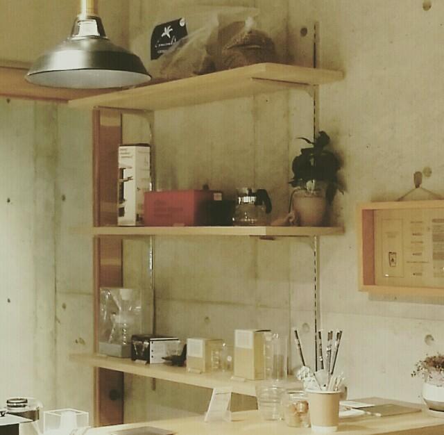 DIYで真似出来るガチャ柱を使った収納棚