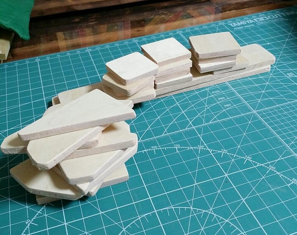 ハンドメイドの木製ブローチ作り