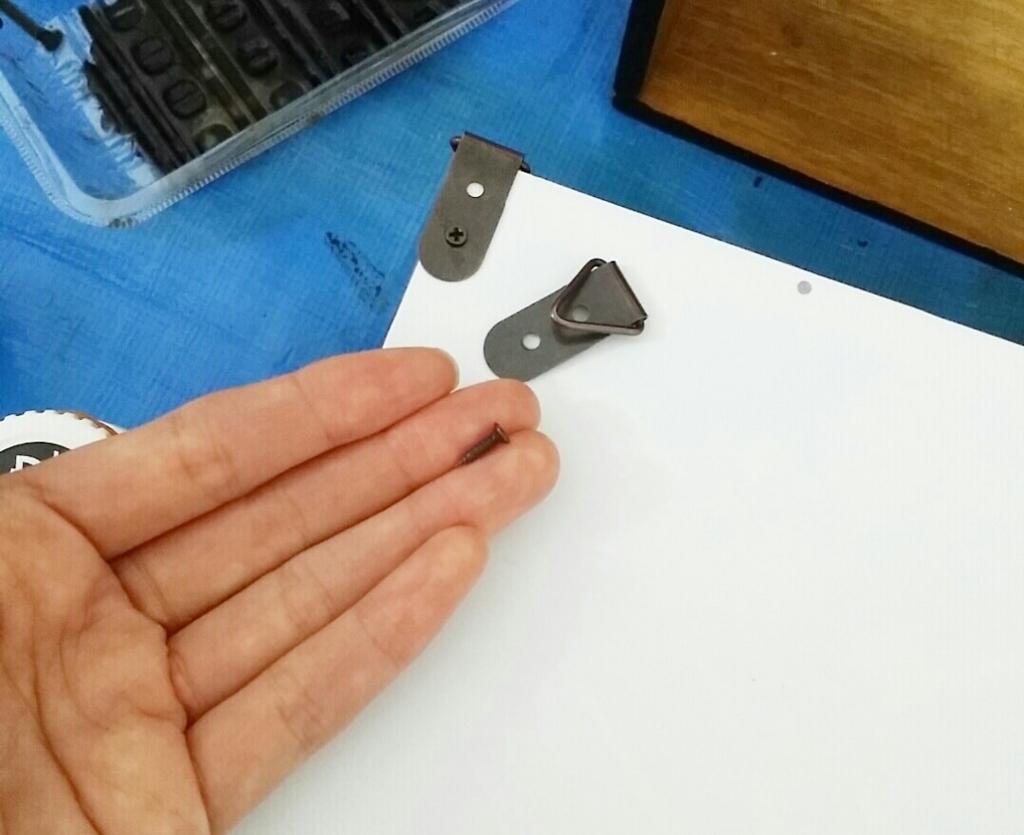 セリアの壁掛けフックの取り付け方