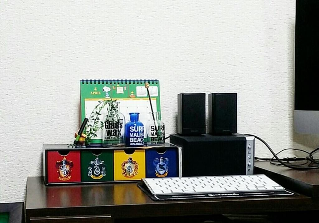 パソコンテーブルの整理整頓前