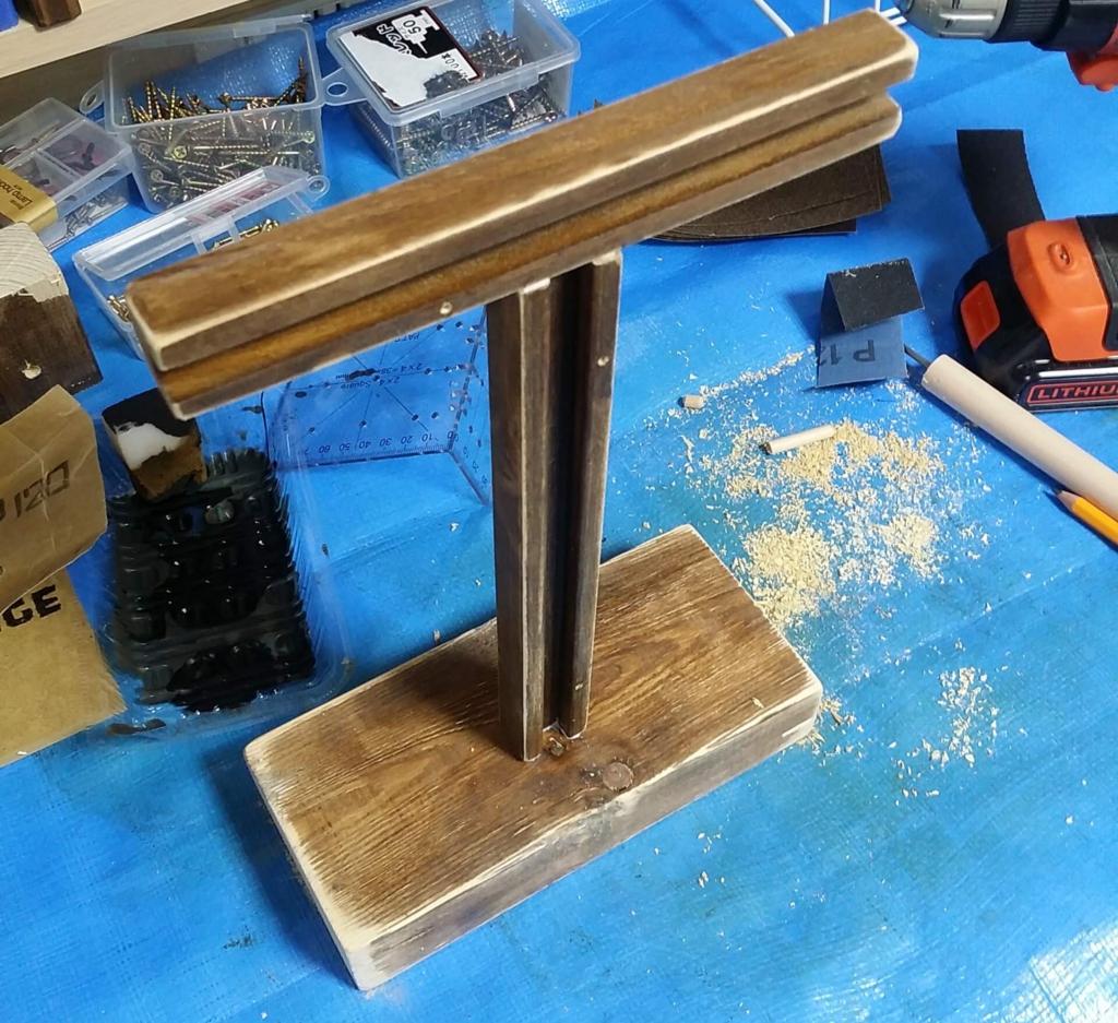 100均diyで作った木製のヘッドホンスタンド