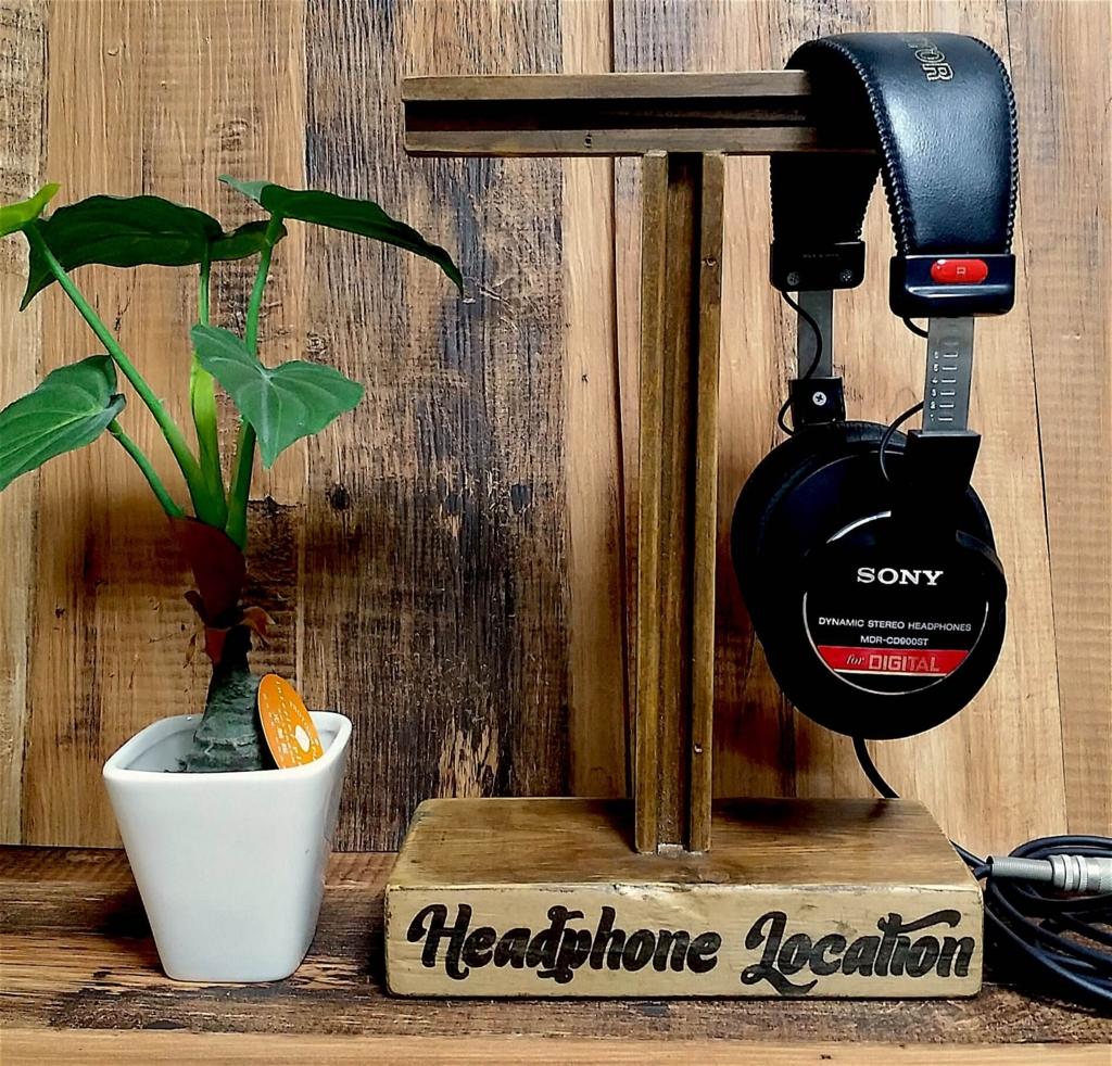 木製ヘッドホンスタンドを100均デコパージュでかリメイクする