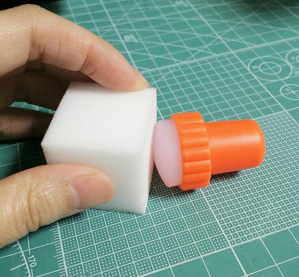 スタンプネイルが出来ない時にスポンジで磨くシリコンの部分